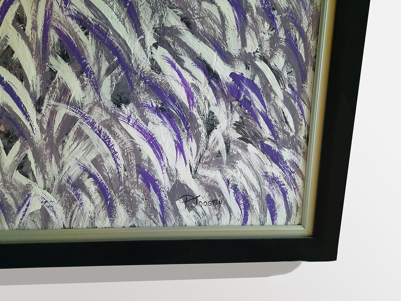CATWALK-Iady-with-feathers-front-signature
