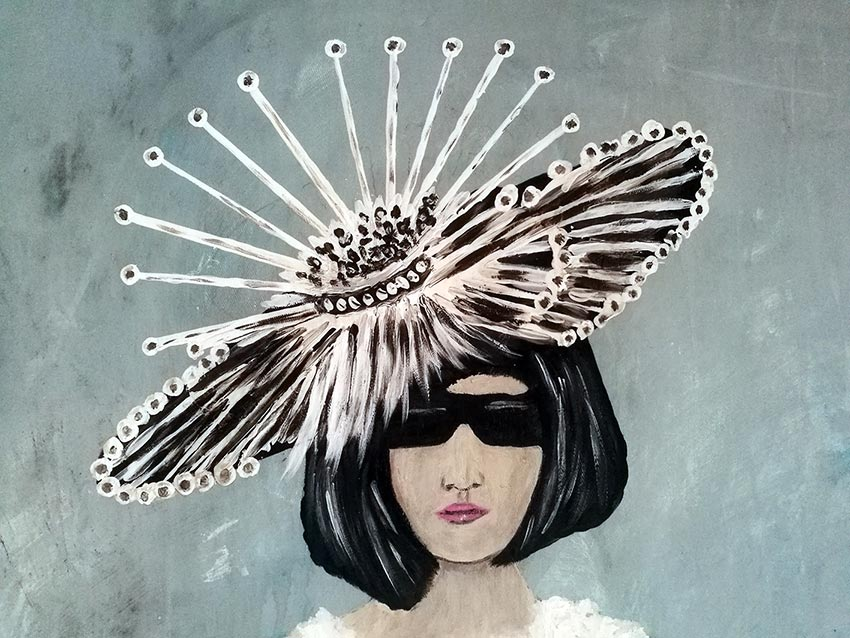 CATWALK-Iady-with-feathers-details